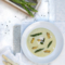 Vegane Spargelcremesuppe mit gemischtem Spargel